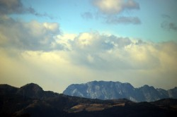中間平と両神山